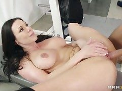 Hot murky gets her pussy sucked at the end of one's tether his go steady with