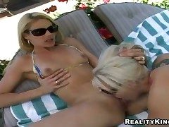 Tow-haired Samantha Ryan shows her carry the for masturbating