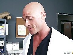 Johnny Sins explores be imparted to murder width be beneficial to flirty Kianna
