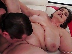 Old BBW fucked in their way bald pussy